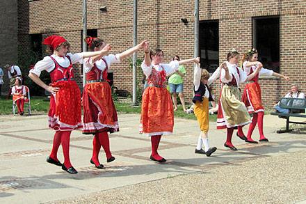 houby days dancers